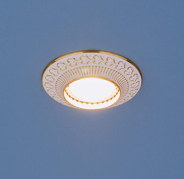 bb6e04bdc50ed523612dd29a44d6f1b4 600x583 - встр. точечный светильник Elektrostandard 4103 белый/золото