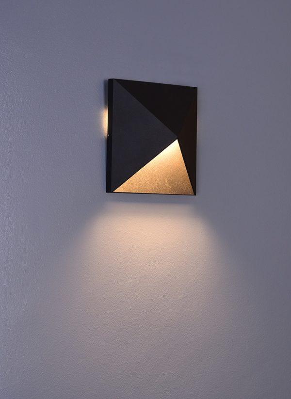 2df8ba41c4858ebe4bc0537d60ef9f09 600x823 - Настенный светильник KONVERT-SQ, черный, 9Вт, 3000K, IP54, LWA0039A-BL-WW